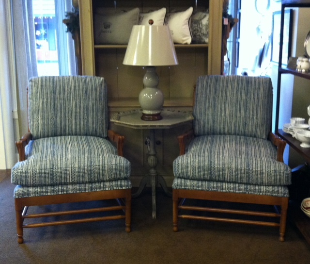 New d r kincaid chairs interiors of edmonds for Furniture edmonds wa